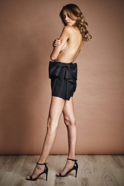 Short pants with bow